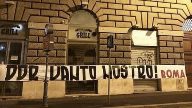 Addio De Rossi, protesta dei tifosi: striscioni e una croce contro Pallotta e la società