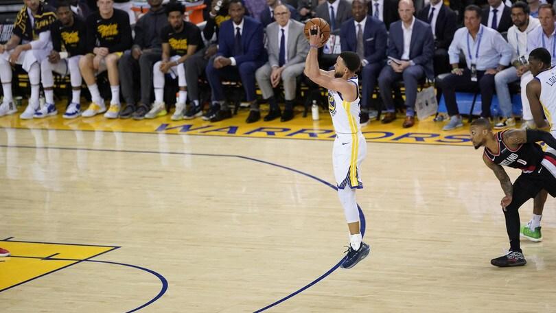 NBA Playoff: super Curry, Golden State stende Portland in gara 1