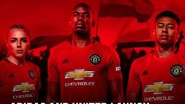 Il Manchester United presenta la nuova maglia. Nella foto c'è... Pogba