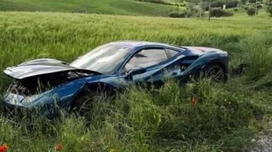Mille Miglia: donna ferita nello scontro tra due Ferrari | Foto