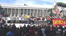 Roma, la contestazione dei tifosi all'Eur FOTO VIDEO