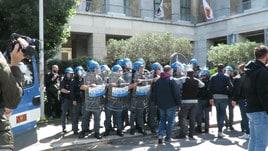 Contestazione Roma, attimi di tensione tra tifosi e polizia