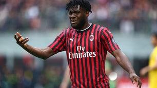Il Milan sfida il Frosinone con la nuova maglia rossonera
