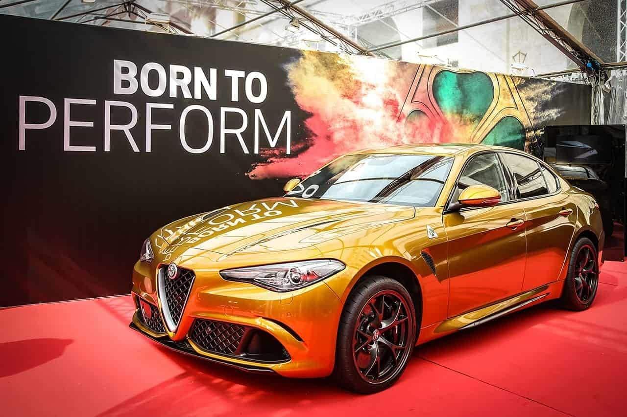 Alfa Romeo Giulia Quadrifoglio: le foto in ocra