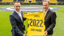 Opel, sponsor sulle maglie del Borussia Dortmund | Le Foto