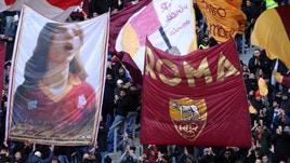 Addio De Rossi, Olimpico sold out. La Roma in campo con la nuova maglia