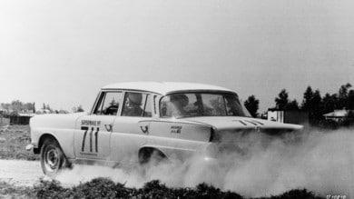 Mercedes, la mitica 220SE del 1962 per ispirare le donne - Le foto