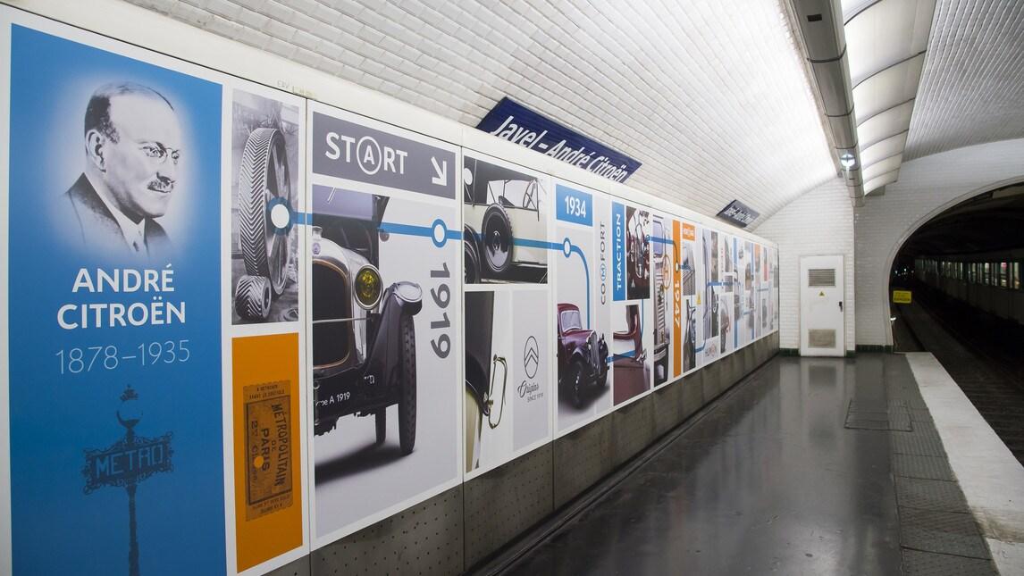 """L'originale allestimento della stazione della metro Javel André-Citroën di Parigi ha ricevuto il riconoscimento """"Grand Prix Stratégies du Design 2019"""" Prix Bronze nella categoria Ambiente – Segnaletica – Museografia. Questo nuovo museo sotterraneo è stato inaugurato nel giugno 2018 dalla RATP e Citroën,per celebrare i 100 anni del Marchio automobilistico francese"""