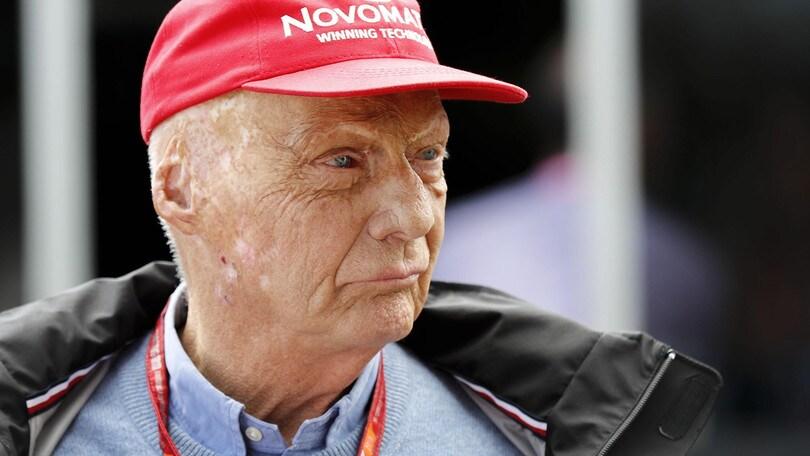 Lauda, omaggio a Monaco: minuto di silenzio e cappelli rossi per tutti