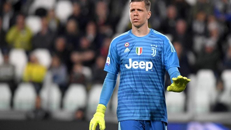 Juventus, problemi al ginocchio per Szczesny: dovrà operarsi