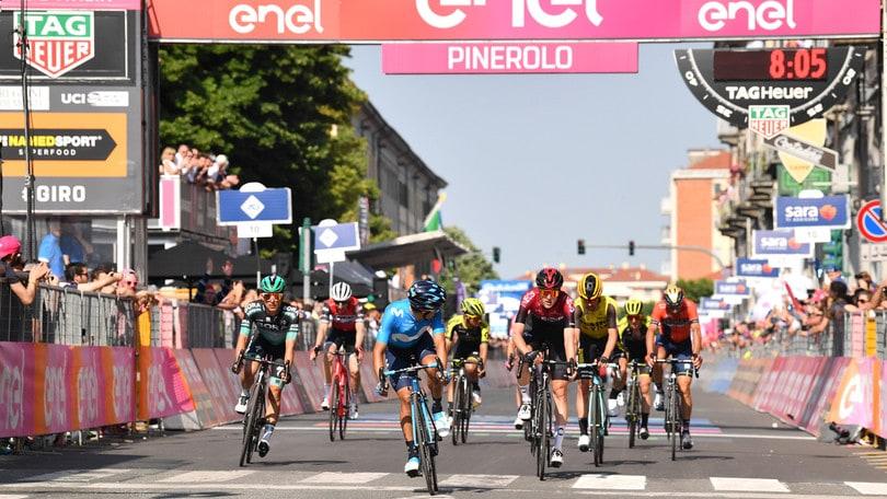 Giro, Carapaz vince la 14ª tappa e si prende la maglia rosa. 3° Nibali