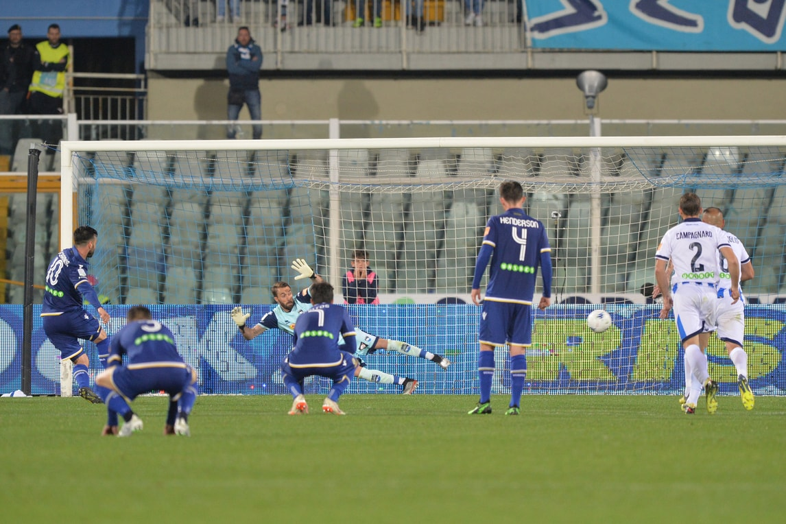Finale thriller a Pescara: l'Hellas Verona elimina i delfini