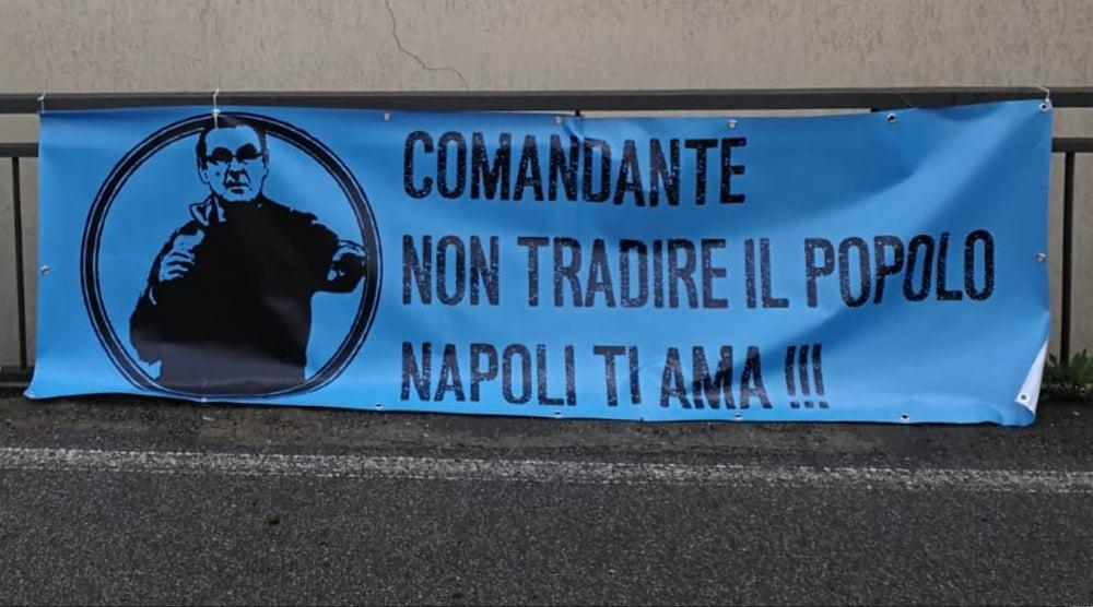 """Striscione per Sarri: """"Napoli ti ama, non tradire il popolo"""""""