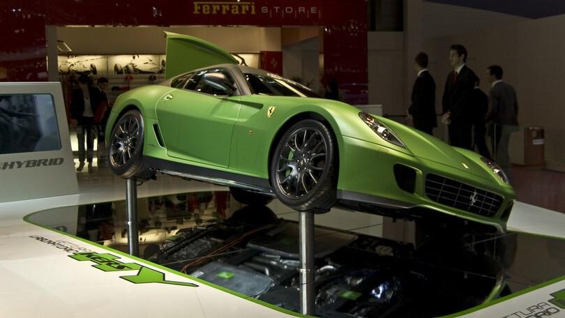 Ferrari ibrida nel segno della LaFerrari