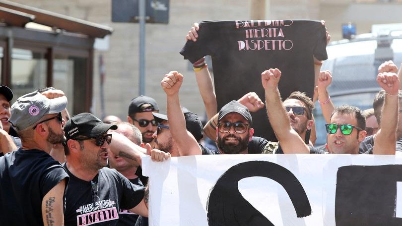 Zamparini alla sbarra, ma il Palermo salva la B