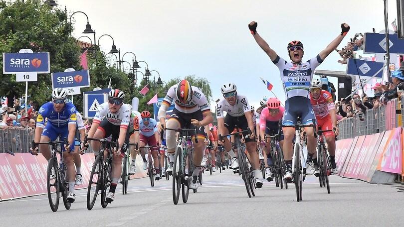 Damiano Cima vince la 18ª tappa del Giro d'Italia. Carapaz resta in rosa