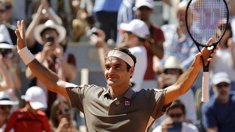 Federer, avanti tutta: è ai quarti del Roland Garros