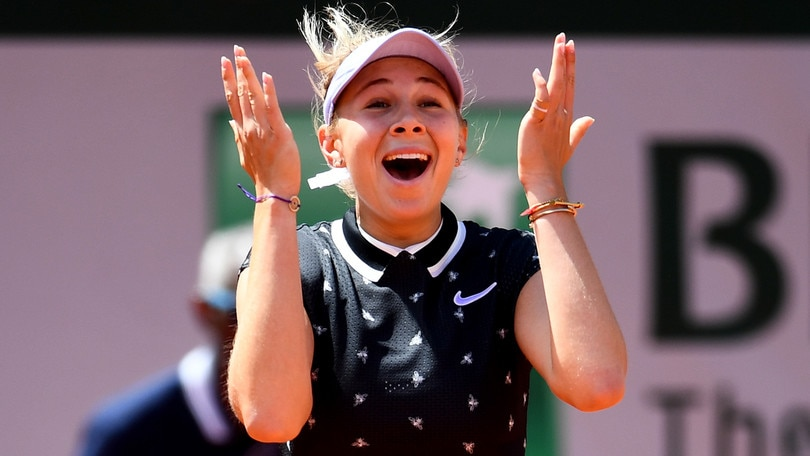 Halep eliminata dal Roland Garros: Anisimova-Barty in semifinale