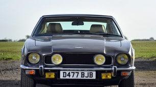 Aston Martin, le foto della V8 Vantage di James Bond