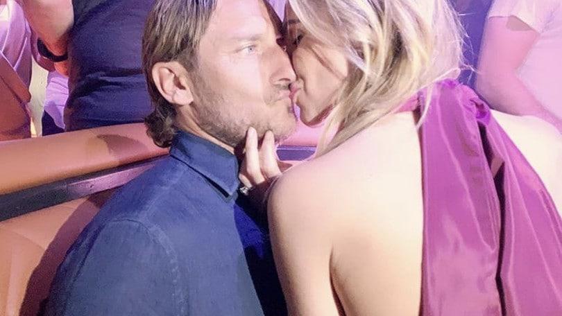Totti e Ilary, bacio appassionato a Saint Tropez