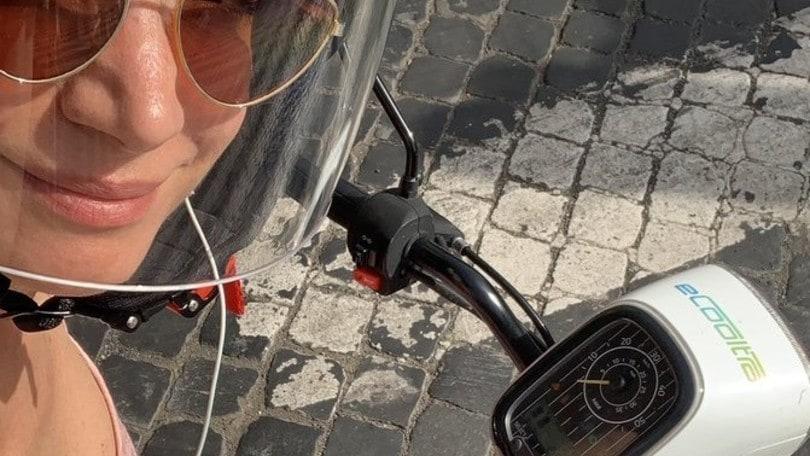 Ecooltra, Andrea Delogu promuove l'App su Twitter