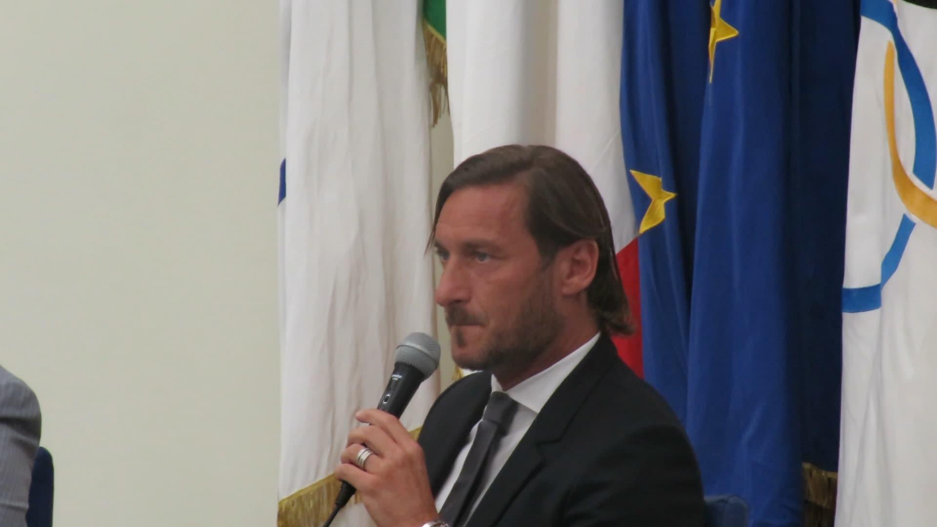"""Totti: """"Mi dimetto, non mi vogliono. I presidenti passano, le bandiere no"""""""