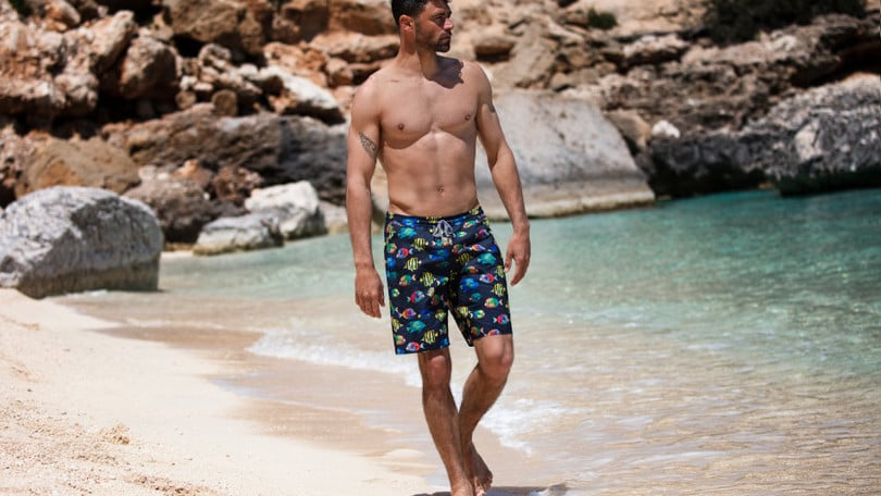 Il surfista Francisco Porcella indossa i costumi Intimissimi Uomo