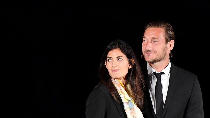 La Raggi sta con Totti: