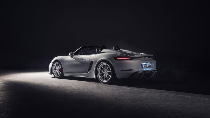 Porsche 718 Cayman GT4 e 718 Spyder, ecco le nuove sportive da 420 cv