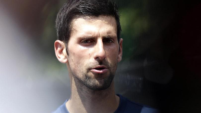 Djokovic si riposa con qualche esibizione: tornerà a Wimbledon