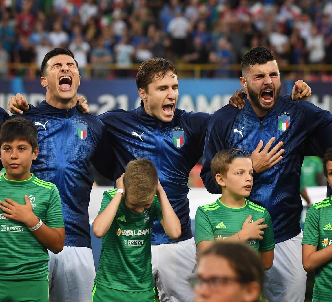 Italia U21, l'urlo degli azzurrini durante l'inno stordisce il bambino