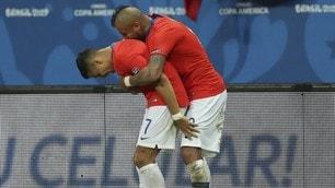 Sanchez-Vidal, l'abbraccio del Cile vale i quarti di Coppa America