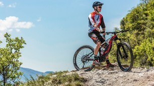 Troy Bayliss sulla E-Bike Ducati MIG-RR - Foto