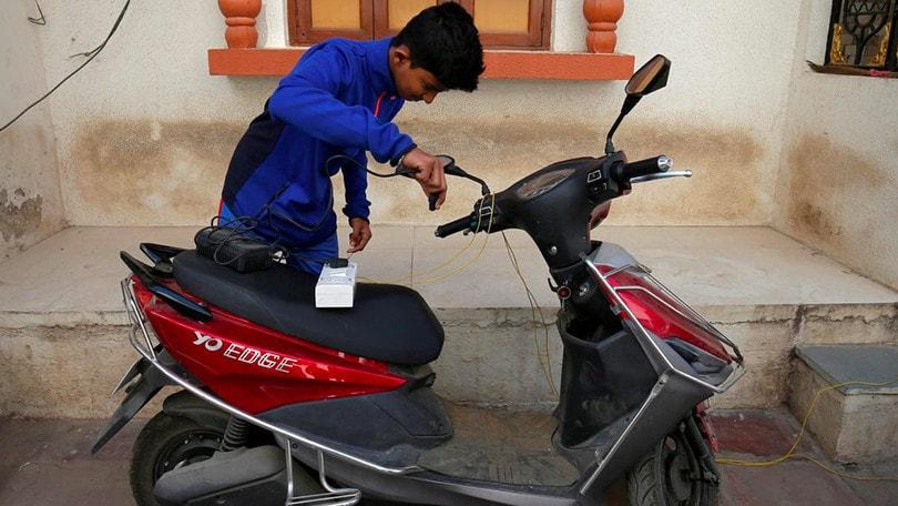 India, la svolta elettrica fa discutere