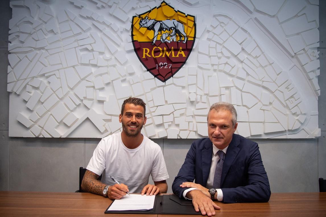 Spinazzola-Roma, la firma e le foto con la maglia