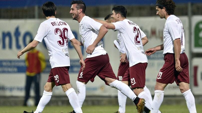 Arezzo di rimonta: 3-1 al Novara. La Carrarese cade con l'Albinoleffe