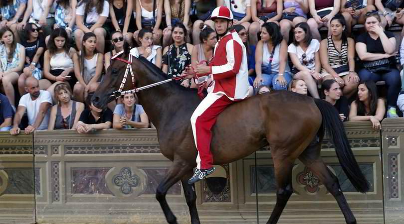 Palio di Siena,vittoria alla contrada della Giraffa