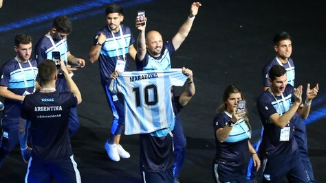 Universiadi, l'Argentina sfila con la maglia di Maradona