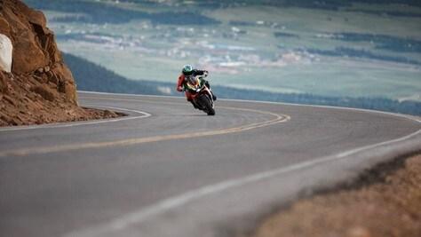 Pikes Peak: la Aprilia Tuono 1100 Factory vista da vicino