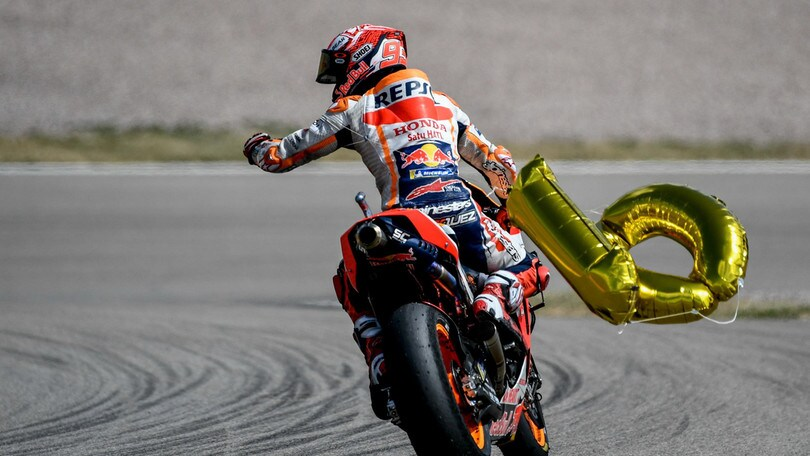 Sachsenring, Marquez trionfa: