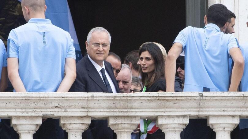 """La Raggi accoglie la Lazio in Campidoglio: """"Siete un orgoglio per la città"""""""