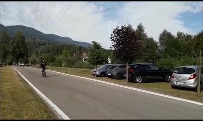 Napoli, Davide Ancelotti al ritiro in bicicletta