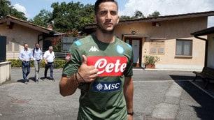 Manolas posa con la maglia del Napoli