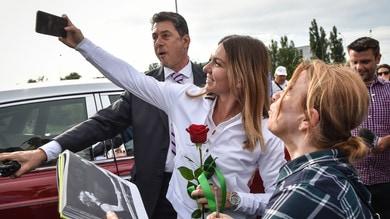 Halep, selfie e applausi a Bucarest per la regina di Wimbledon