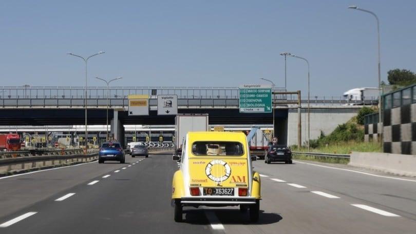 Citroën 2CV al via per il Raduno del Secolo