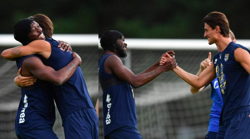 Inglese torna al Parma: che abbracci con Gervinho