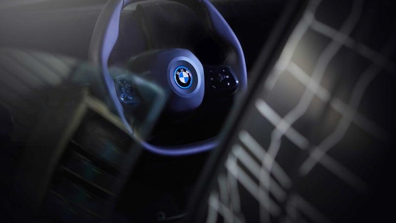 BMW iNext, scopriamo il volante