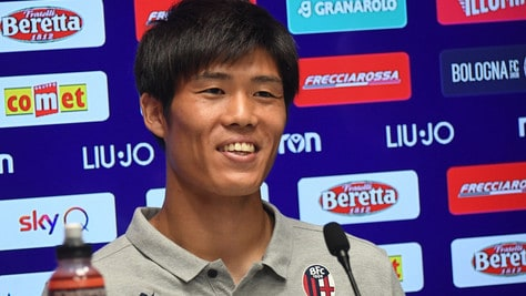 Bologna, Tomiyasu si presenta: