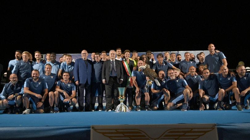 Lazio, festa ad Auronzo con la Coppa Italia. Lotito: