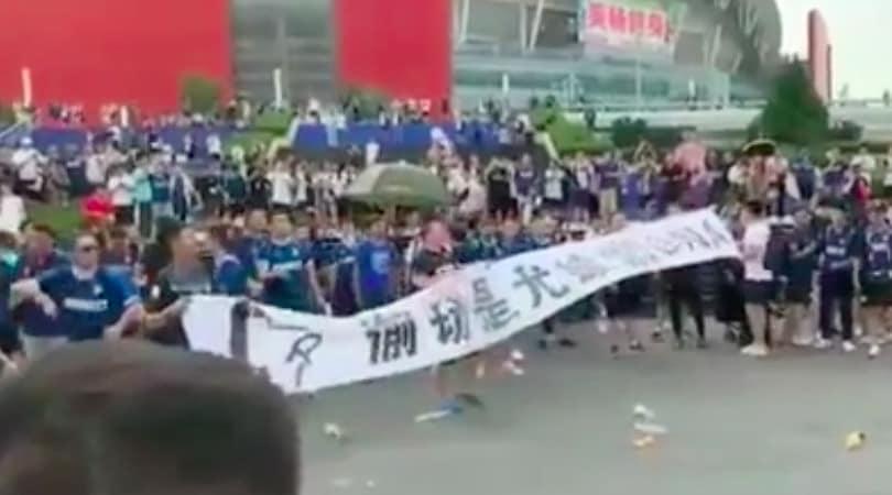 Juventus-Inter, insulti e lanci di bottiglie tra tifosi cinesi